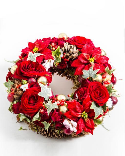 Adventi koszorú virágokkal