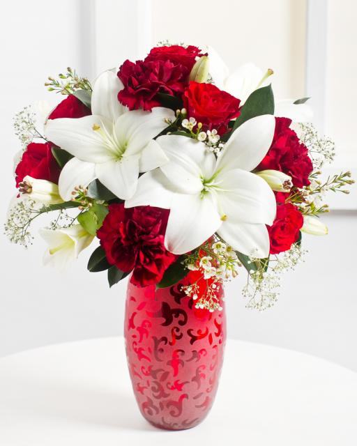 Piros és fehér romantikus csokor