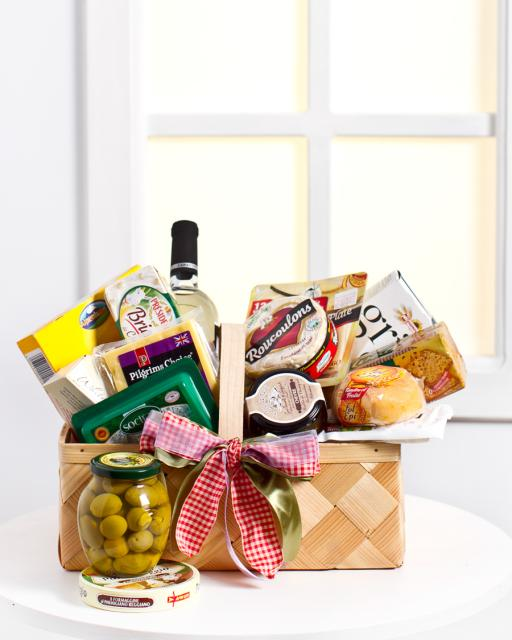 Small Cheese Gourmet Basket (alcohol-free)