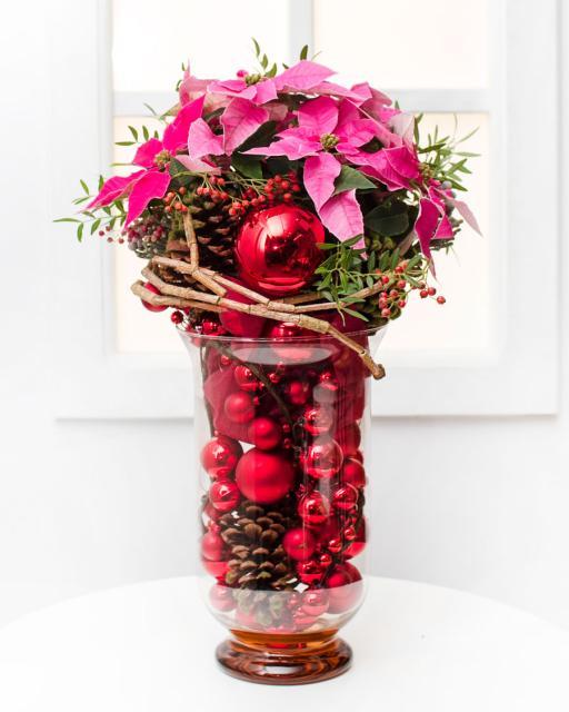 Karácsonyi virágtál üvegvázában