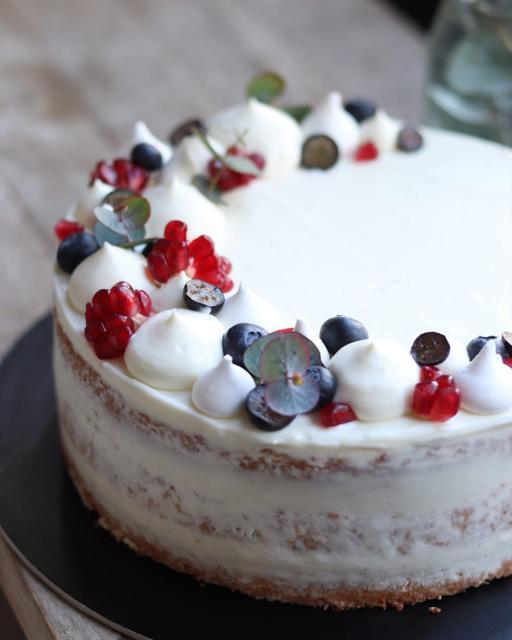 Mascarpone torta friss bogyósgyümölcsökkel
