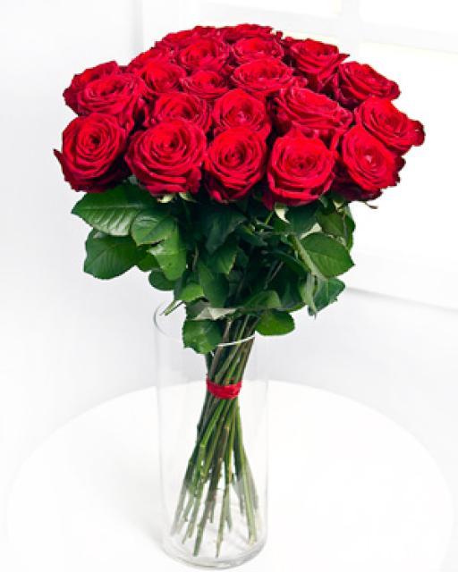 12 szál vörös rózsa csokorban