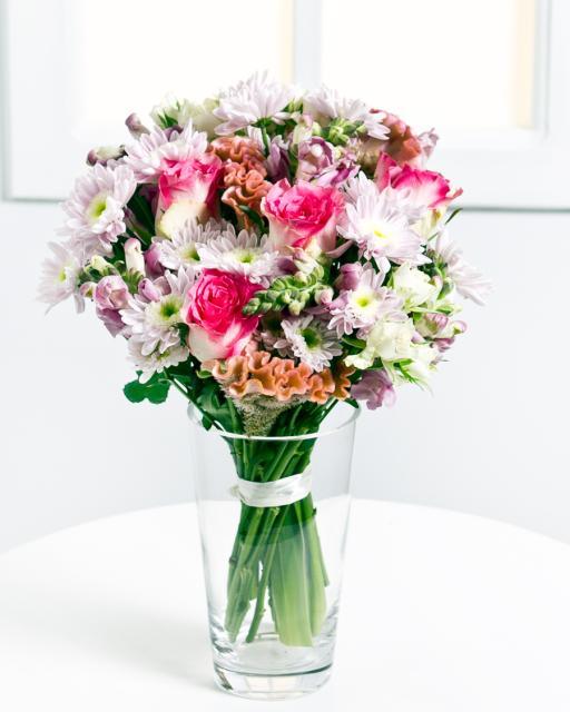 Csodás csokor rózsával és krizantémmal