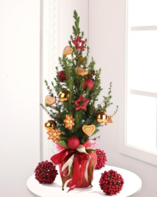 Karácsonyfa díszekkel