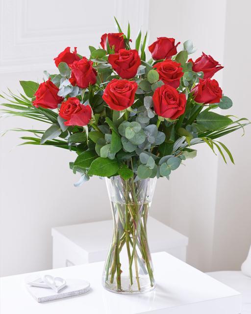 12 szálas vörös rózsacsokor