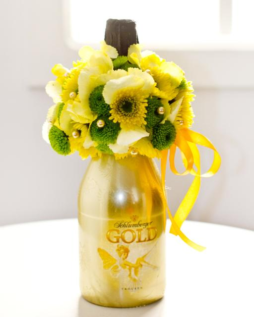 Habzó bor virággal díszítve